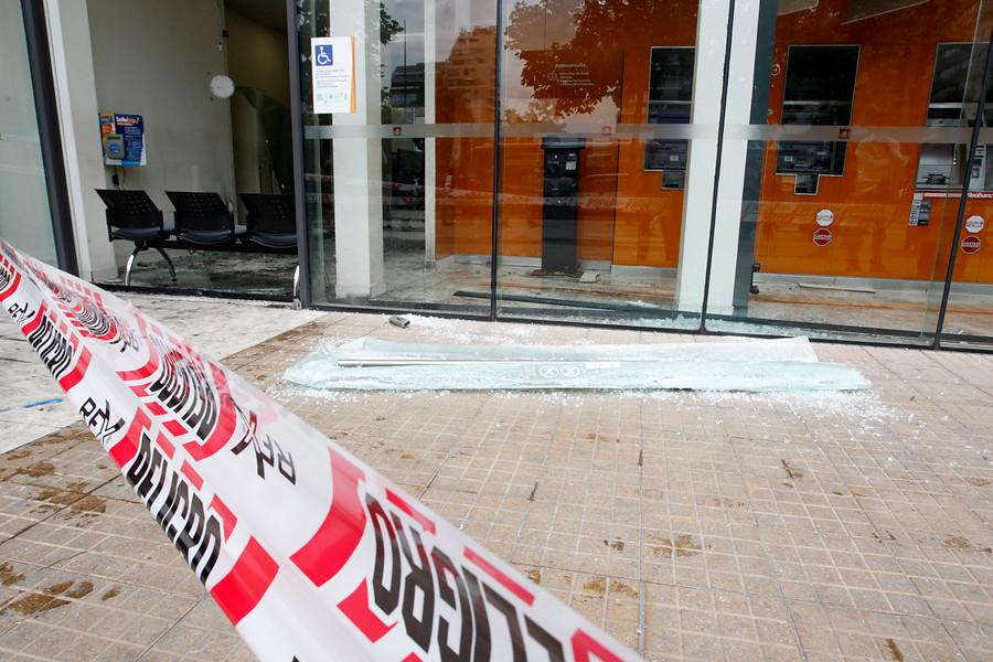 Indagan atentado a sucursal BancoEstado y Copesa