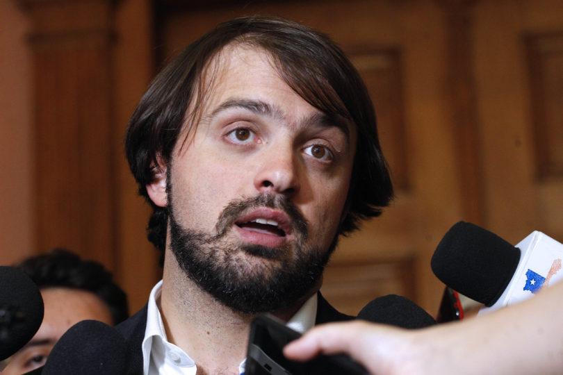 """Sharp acusa """"alboroto ficticio"""" por críticas a homenaje a Castro y Kast le responde artillería pesada"""