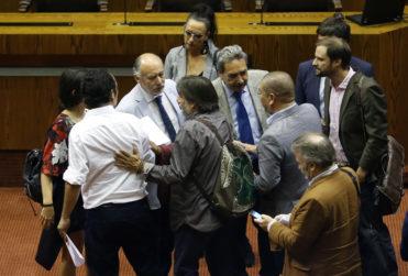 FOTOS |Cinco imágenes que muestran la pelea sin filtro entre Daniel Núñez (PC) y Jaime Bellolio (UDI)