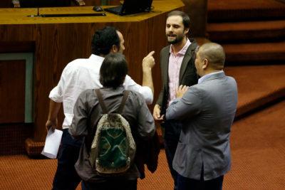 """VIDEO   Desde """"acusas de asesinos a comunistas"""" hasta """"dictadura torturadora de Maduro"""": round Núñez -Bellolio siguió fuera de la Cámara"""