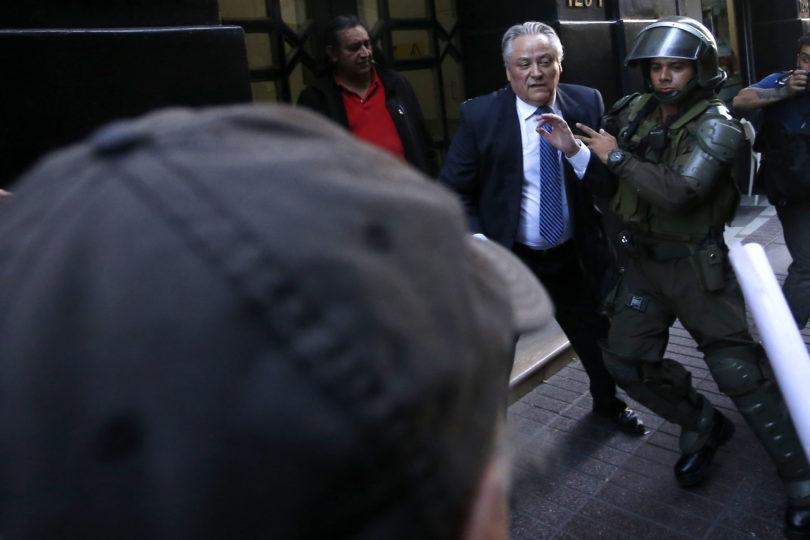 Exmilitares que fueron agredidos junto a Aróstica en el TC se querellarán por golpiza