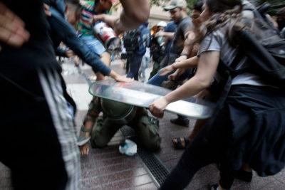 Agreden a carabinero en medio de protesta por caso Catrillanca en Santiago
