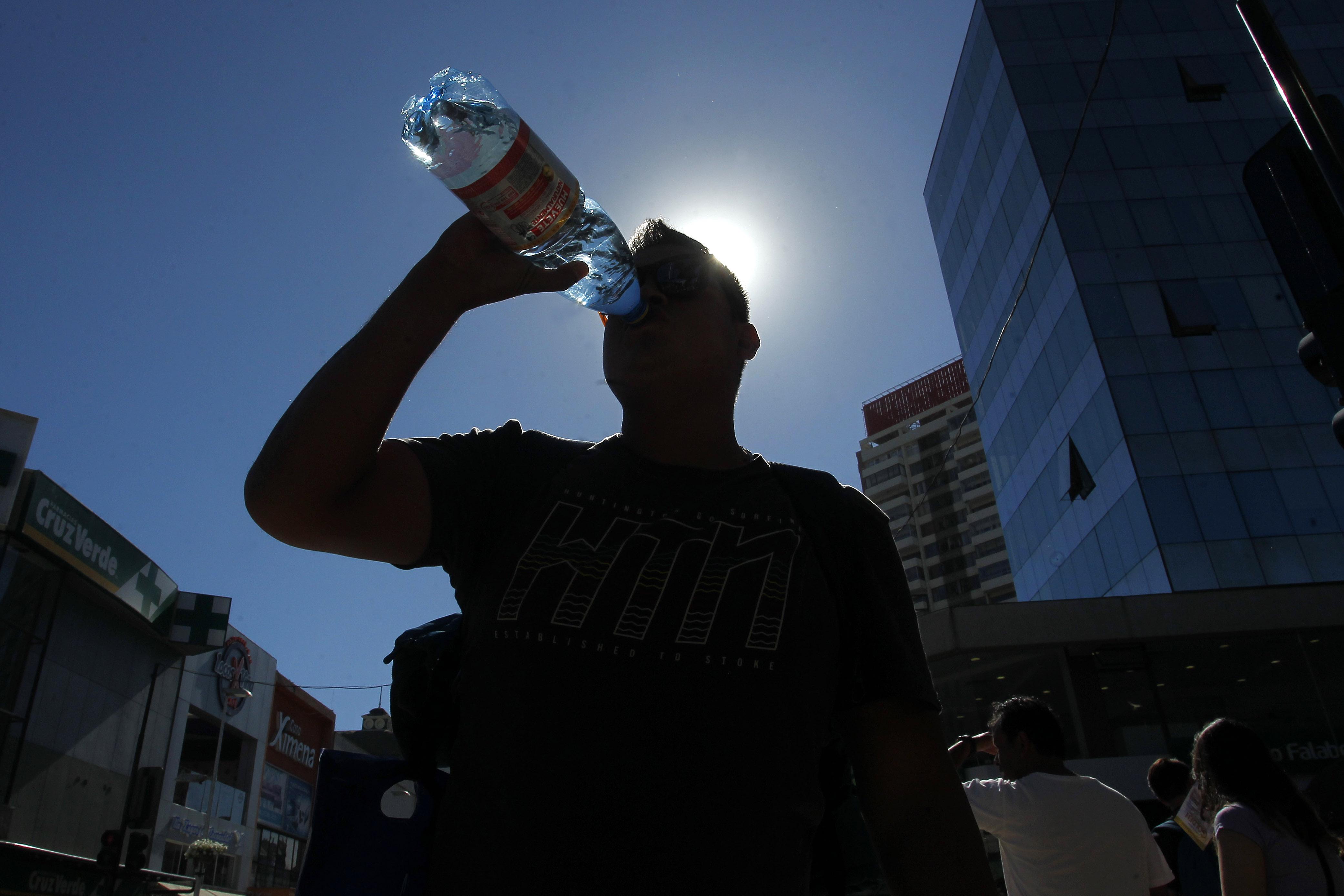 Estudio revela cuáles son las tres comunas donde más se siente calor en Santiago