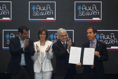 """Piñera promulga Aula Segura: """"Queremos un debate de ideas, no con bencina"""""""