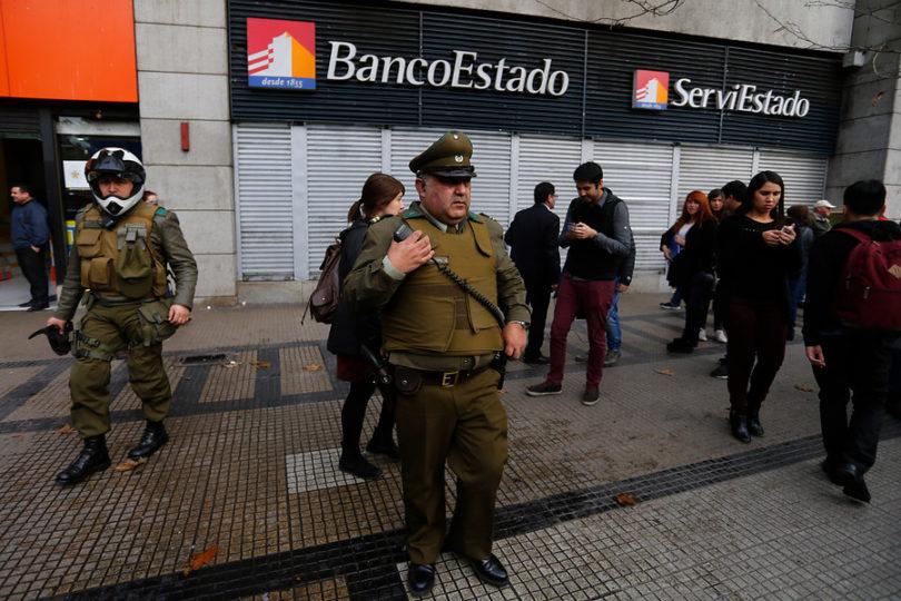 Carabineros sorprende in fraganti a tres asaltantes de banco en Independencia