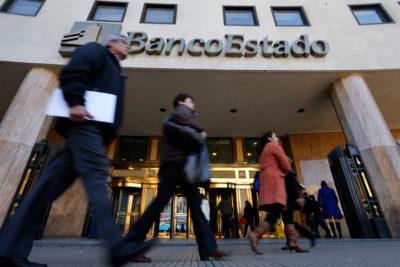 Tras polémico simulacro de robo, BancoEstado desvincula a los responsables