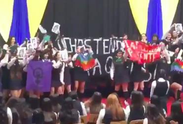 Alumnas del Liceo 1 se manifiestan a favor del aborto y el pueblo mapuche