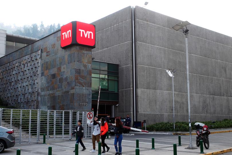 ¡Duro golpe para TVN! Reconocida periodista deja el canal
