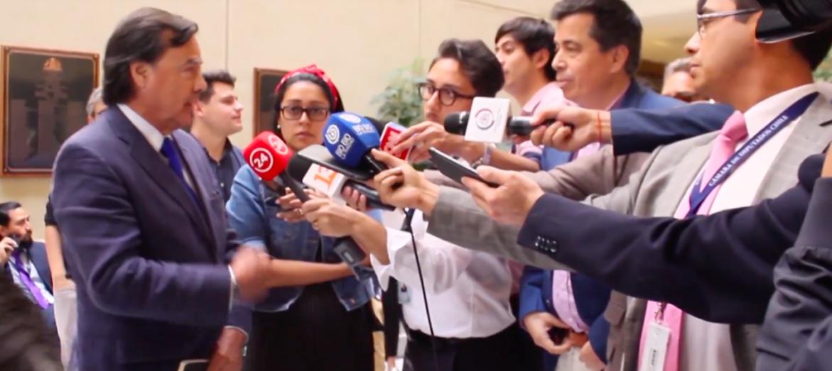 """""""Si eres tan hombre, vamos al pasillo"""": ordinaria pelea entre Urrutia (UDI) y Celis (RN) en pleno Congreso"""