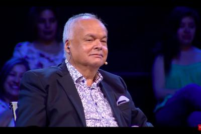 VIDEO |Álvaro Salas recibe dura broma de participante sobre hijos en su debut como jurado en programa de TVN