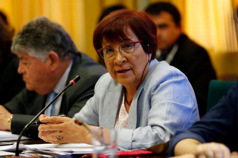 """Carmen Hertz tilda de """"vergonzoso"""" apoyo de Piñera a Guaidó: """"A la derecha internacional le interesa derramamiento de sangre"""""""