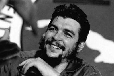 """Diputados UDI presentan proyecto para que colegios enseñen """"los asesinatos del Che Guevara"""""""