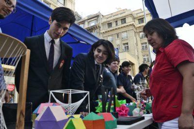 Liceos de Santiago muestran sus novedades en Feria de Matrículas