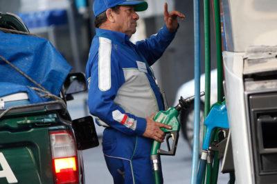 Un respiro: anuncian baja de precios de todos los combustibles en $5,8