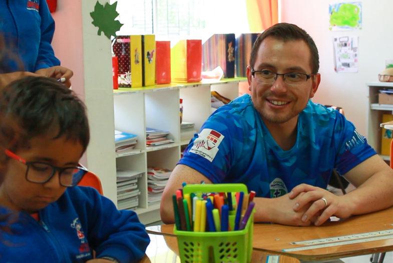 Director de Escuela de Puerto Montt es elegido entre los 50 mejores profesores del mundo