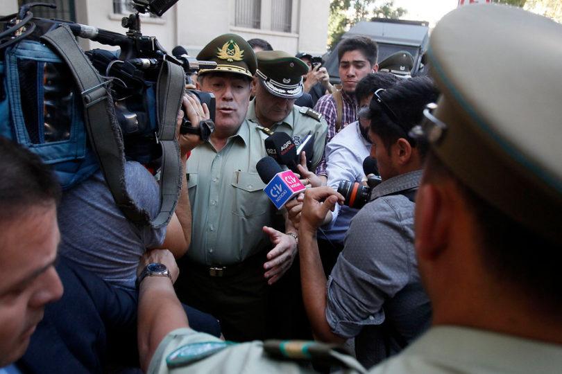 El paso a paso de la salida de Hermes Soto y el incendio que sigue declarado en La Moneda