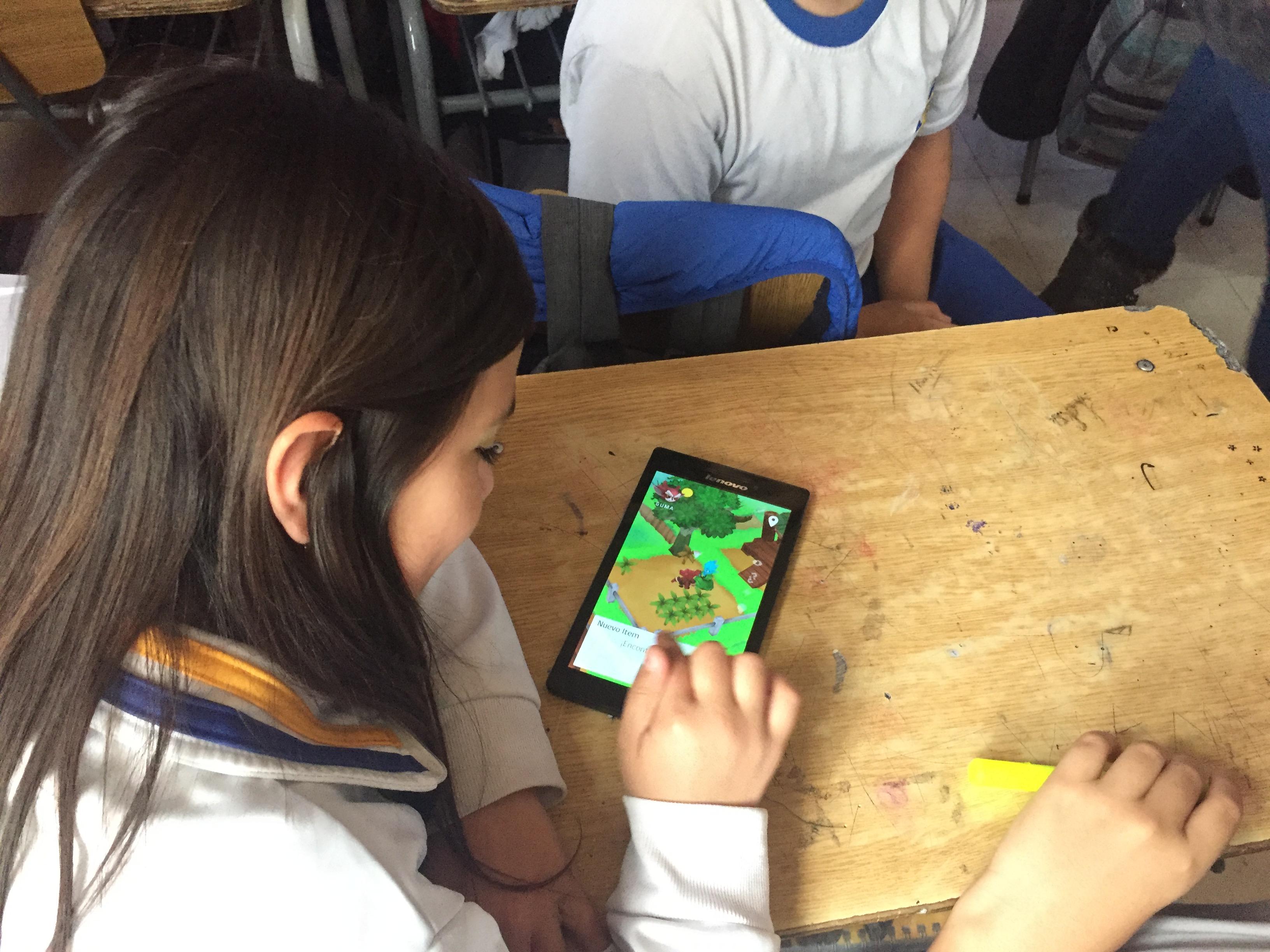 """""""Protectores de la Ciencia"""", el videojuego chileno que enseña el método científico"""