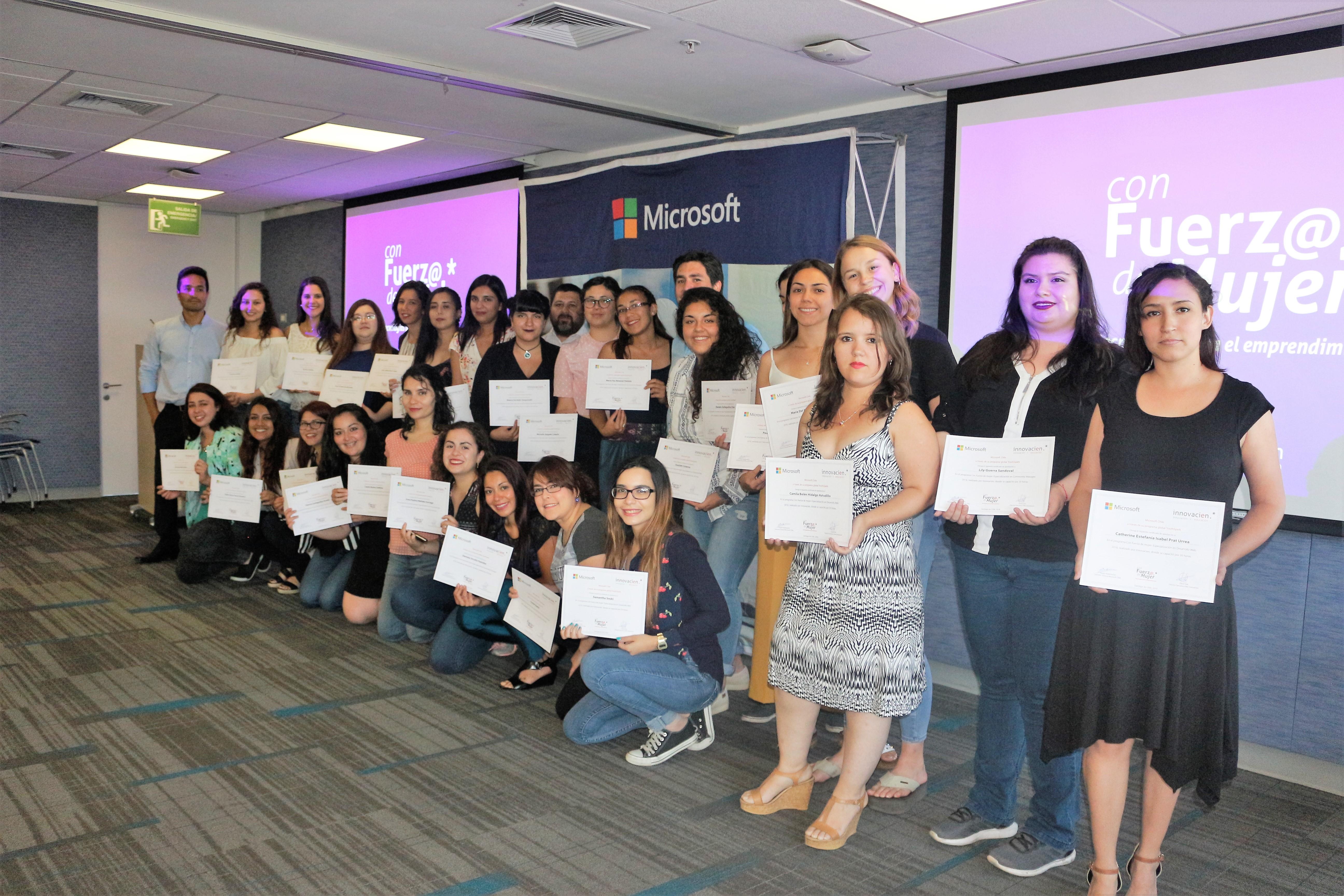 """""""Programa """"Con Fuerza de Mujer"""": 40 nuevas emprendedoras digitales reciben certificación"""""""