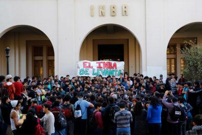 Apoderados del INBA presentan recurso contra Municipalidad de Santiago