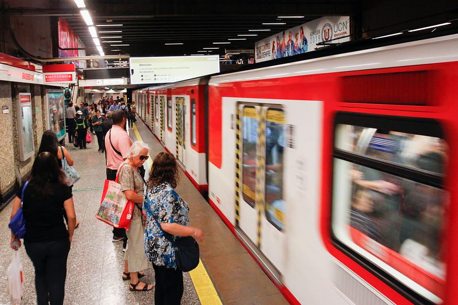 Imbatible: velocidad del Metro de Santiago supera los 34 kms/hr y dobla al Transantiago