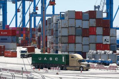 Gobierno llama al diálogo para poner fin al paro portuario