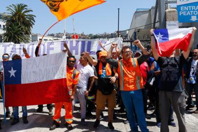 Trabajadores del Puerto de San Antonio inician paro por sobre carga de trabajo tras bloqueo en Valparaíso