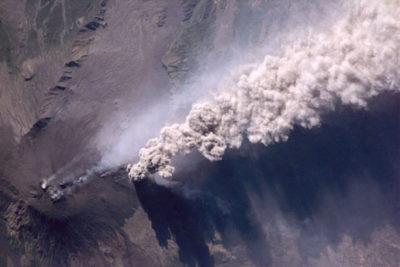 Volcán Etna entra en etapa eruptiva en Italia