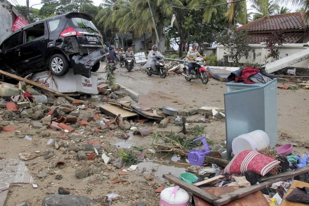 Tsunami en Indonesia: muertos suman 281 y más de mil heridos en segundo peor desastre del año