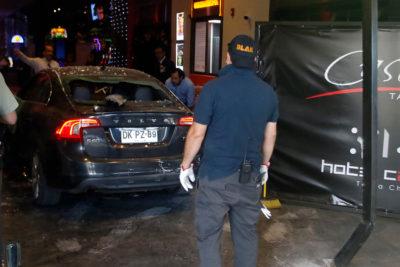 Padre e hijo detenidos por chocar auto intencionalmente contra casino de Talca