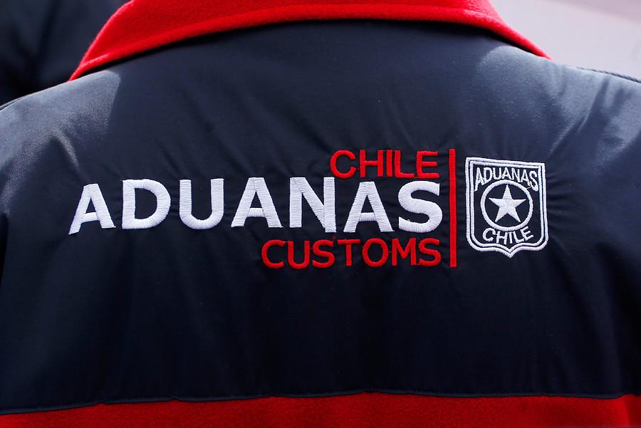 """""""Aduanas incauta 36 mil velas pirotécnicas en el puerto de San Antonio"""""""