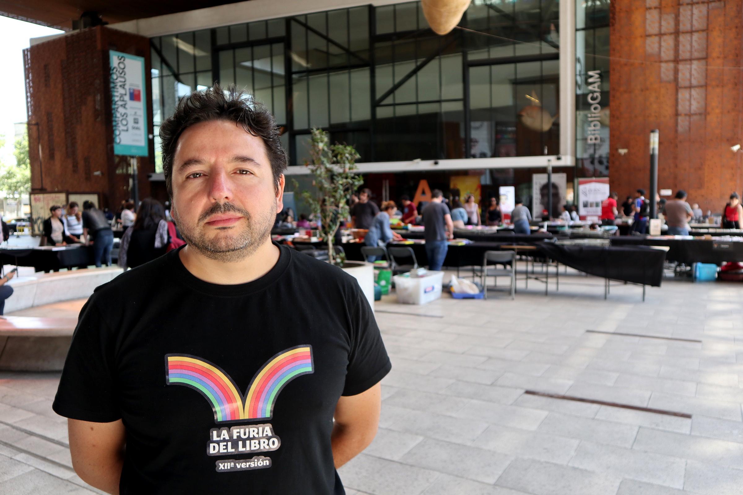 """""""Director de La Furia del Libro por alumnos que se niegan a leer a Lemebel:"""