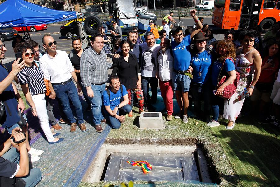 VIDEO | Instalan monumento a diversidad sexual en cerro Santa Lucía
