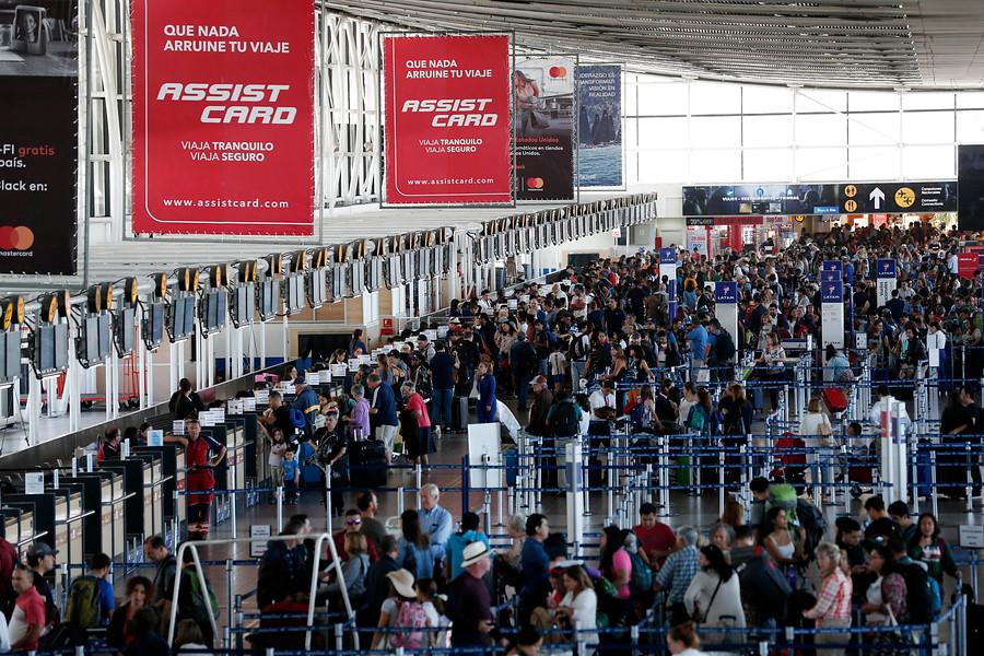 """""""Vacaciones de invierno: registran fuerte aumento de pasajeros en aeropuerto de Santiago"""""""