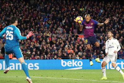 DT del Barcelona no descartó utilizar a Arturo Vidal de '9'