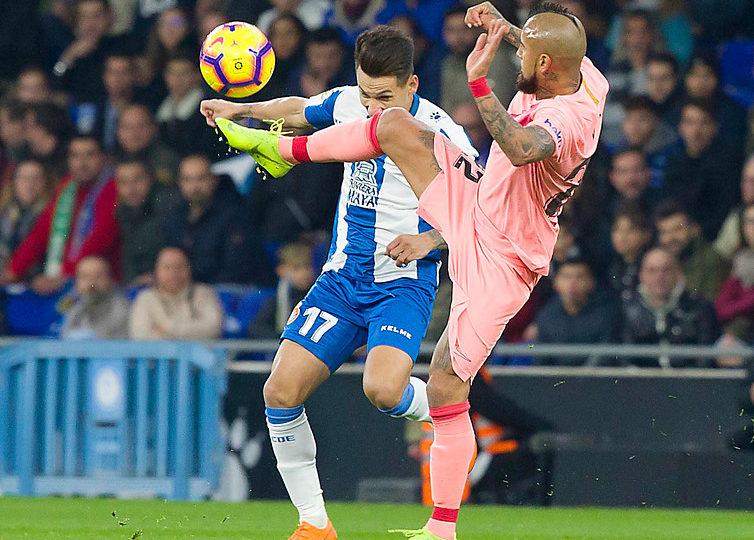 """""""Parecía ser el único con el escudo del Barcelona"""": prensa española aplaude a Vidal tras dura caída en  Copa del Rey"""