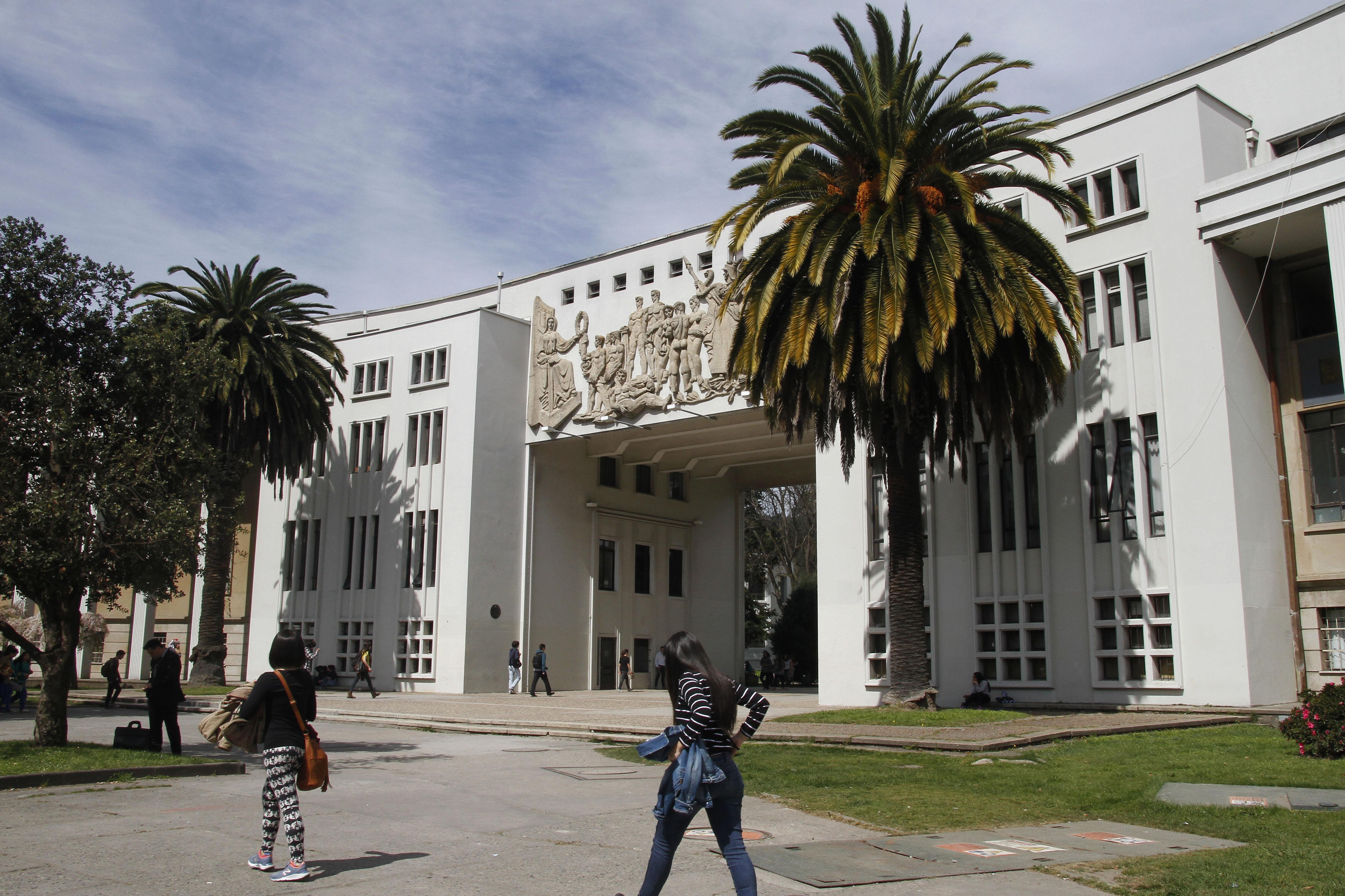 """""""Sindicato N°2 de la UdeC logra reajuste de un 3,8% de sus salarios"""""""