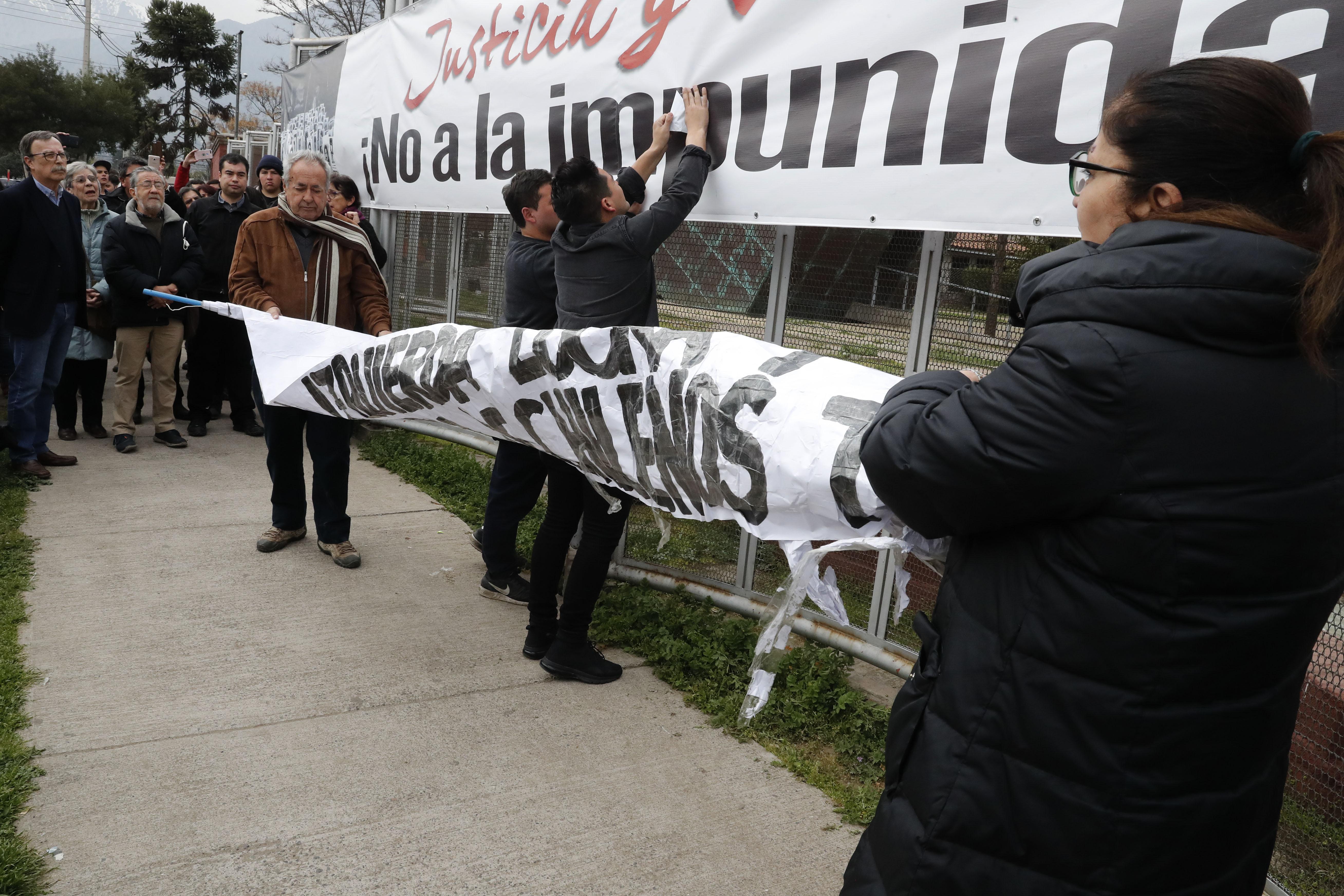 """FOTO   """"No lucren más con los DD.HH."""": Movimiento Social Patriota volvió a arremeter contra sitio de memoria de Villa Grimaldi"""