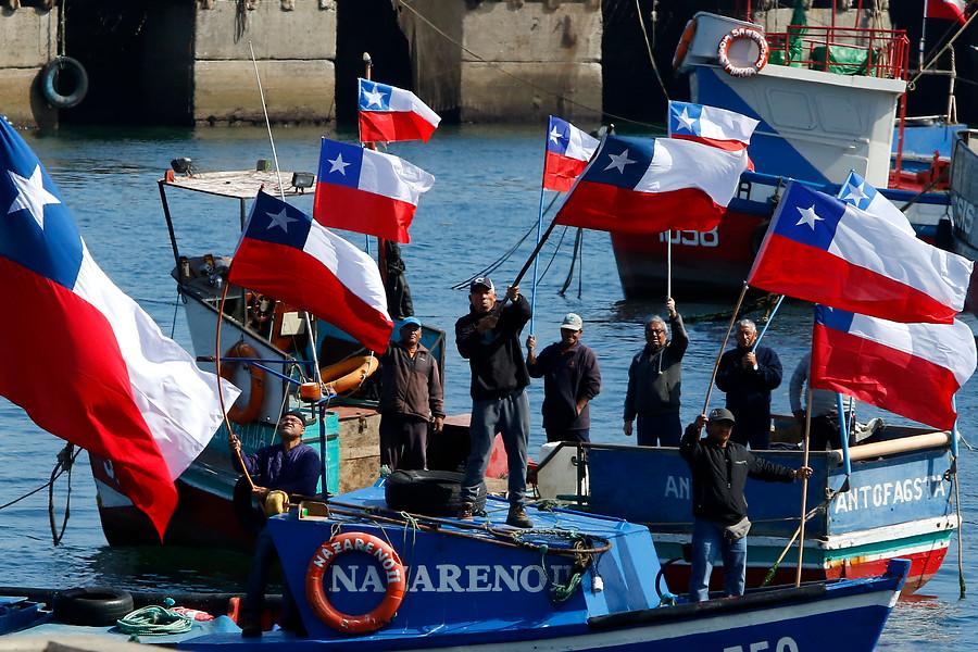 Comisión aprueba proyecto para declarar nula la Ley de Pesca