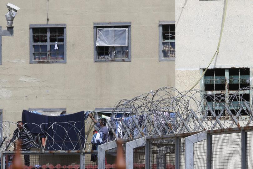 Al menos diez reos se habrían autoinfligido heridas en cárcel de Punta Arenas en protesta contra Fiscalía