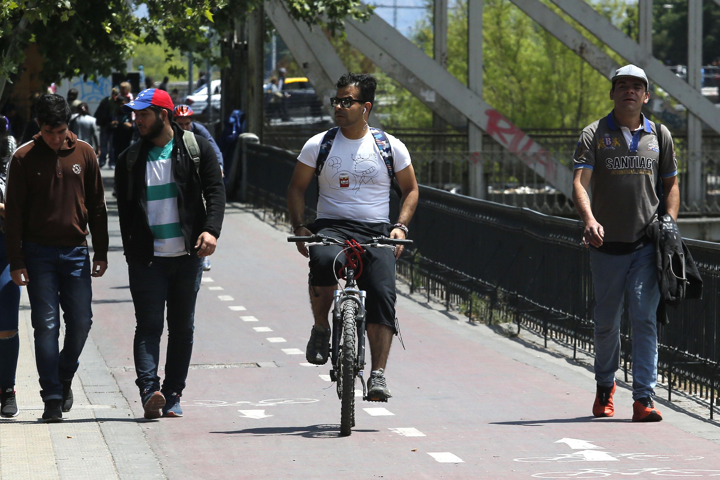 Estudio revela que ciclistas superan los 40 km/h en ciclovías y detecta zonas de mayor velocidad