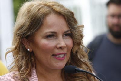 Concejo municipal y Cathy Barriga enfrentados por frenazo a convenio con cadena de farmacias