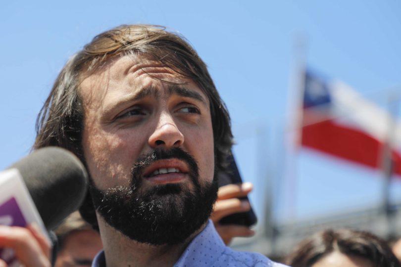 """""""¿Les sobrará tiempo?"""": Jorge Sharp responde con tuit sin filtro a Cecilia Pérez por críticas a homenaje a Cuba"""