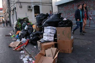 Más de 30 toneladas de basura dejaron festejos de Año Nuevo en la Alameda