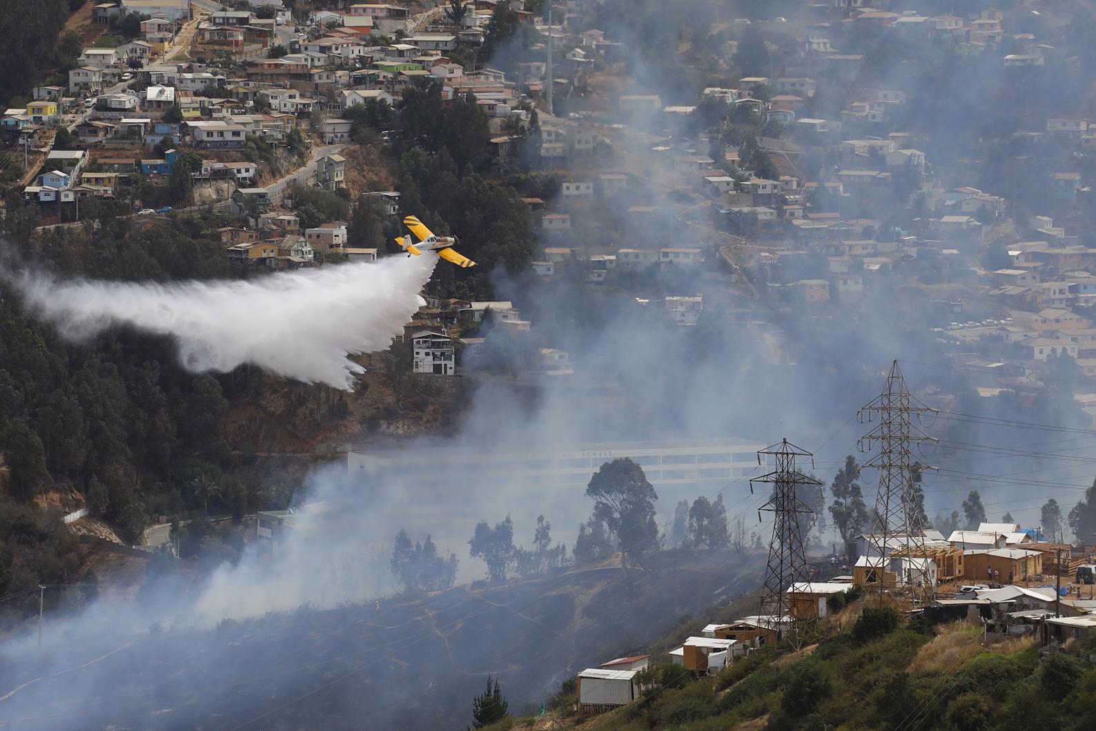 """""""Onemi declara Alerta Roja en Viña del Mar por incendio en población Las Pataguas"""""""