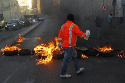Trabajadores portuarios provocan nuevos incidentes en el sector de Plaza Sotomayor de Valparaíso