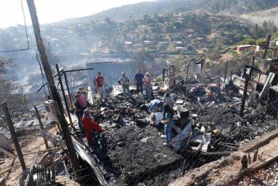 Intendente de Valparaíso estima en 60 las casas quemadas en Limache