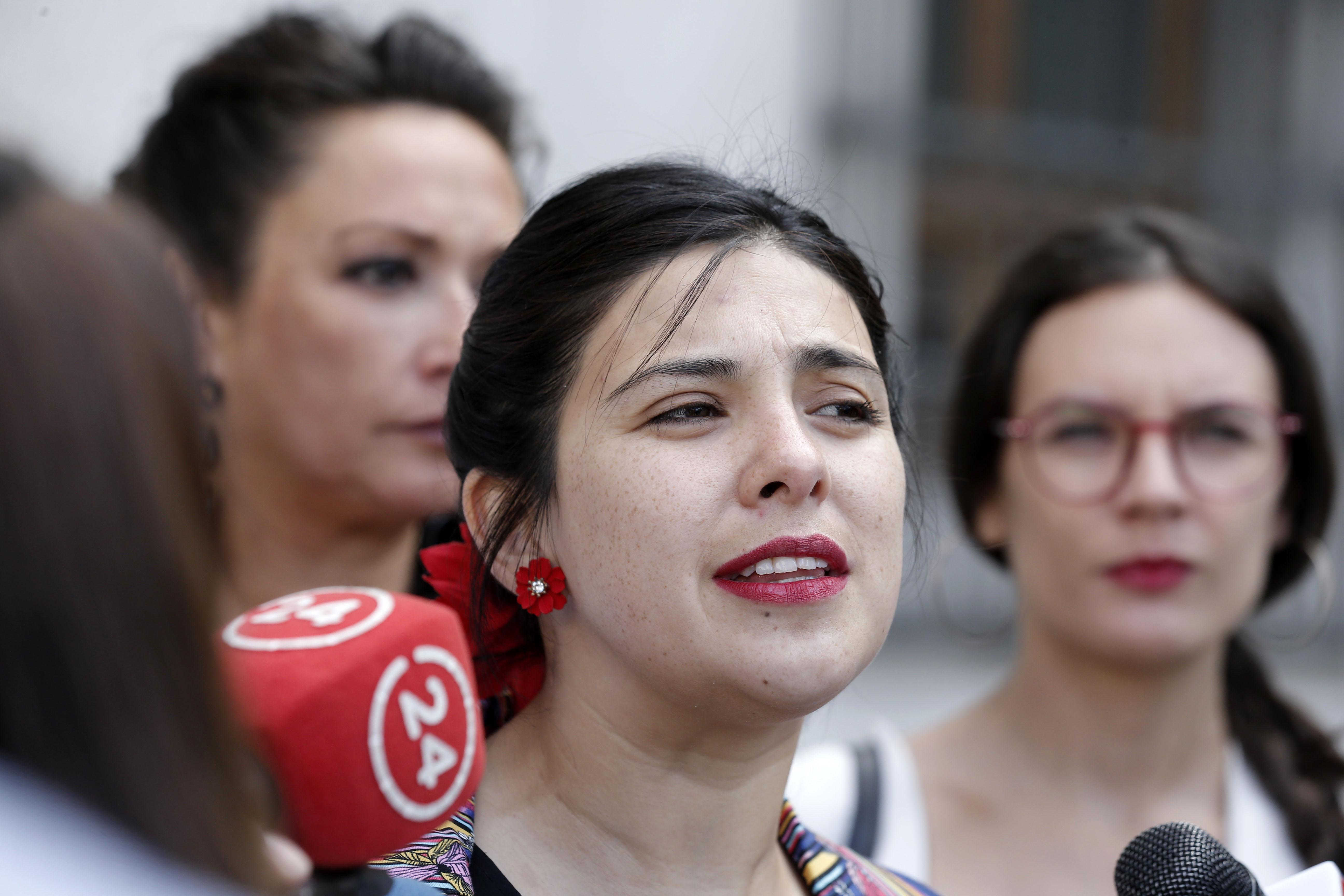 """Diputada Cariola dice saber cuál es """"el mayor miedo de la derecha"""" chilena y envía mensaje """"desde la DC al Frente Amplio"""""""