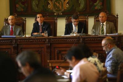 Concejo de Santiago aprobó prohibir artistas de todo tipo en terrazas públicas