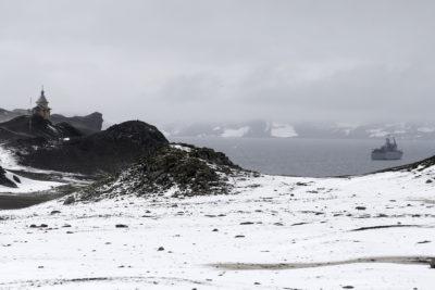 Investigadores de la U. de Chile viajan a la Antártica para estudiar bacterias para nuevos antibióticos