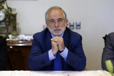 """Senador Carlos Montes: """"La ministra Cubillos tiene botada la educación pública"""""""